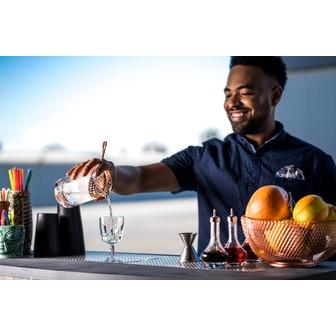 /bartender-at-large_hanger-studios-49-of-244_142355.jpg