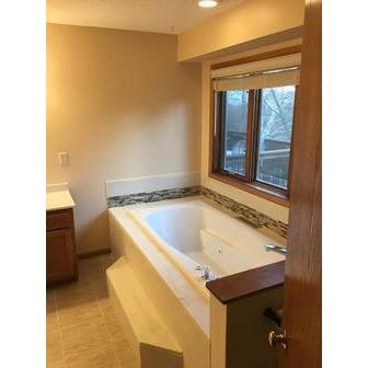 /bathroom-remodelers-des-moines_74817.jpg