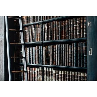 /bookshelf-1082309_146936.jpg