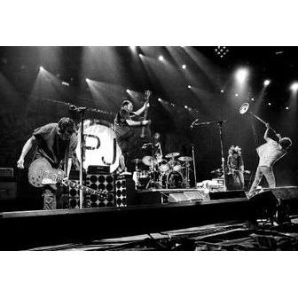 /pearljam_live_bw_61843.jpg