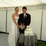 Richard & Abi cutting the cake