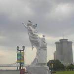Pigeon toed statue